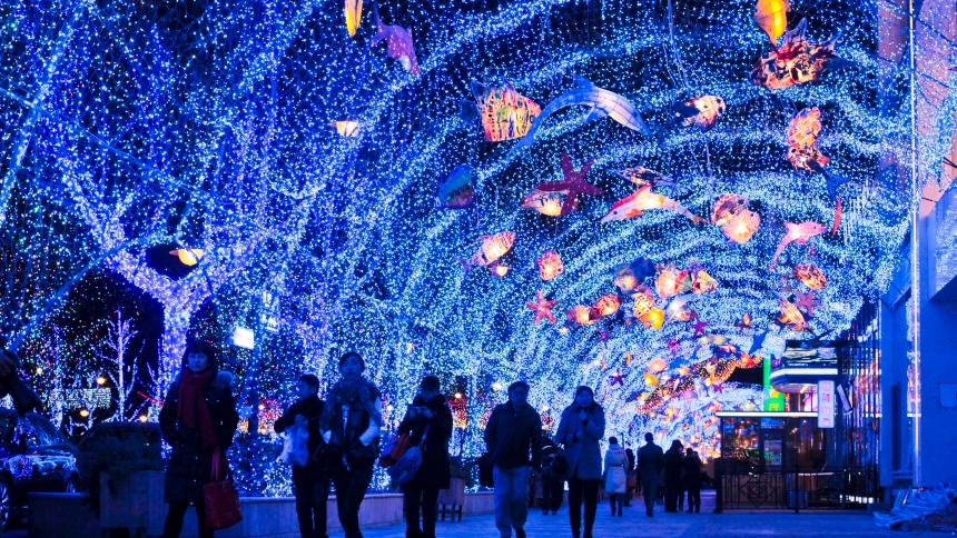 Chinese consumers and Christmas decorations